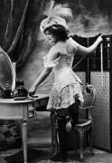 Женщина в корсете