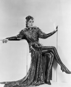 Грета Гарбо в костюме в стиле Мата Хари