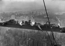 Спящие строители на  балке над Манхэттеном