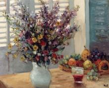 Ваза с цветами и фруктами на столе - Дюф, Марсель