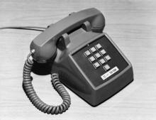 Первый телефонный аппарат с кнопочным тональным набором