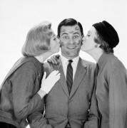 Поцелуй двух женщин - Робертс, Армстронг