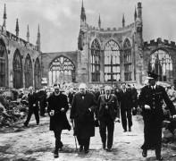 Уинстон Черчилль перед посещением собора Ковентри - Спенс, Василия