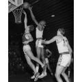 Билл Рассел во время игры в баскетбол