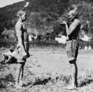 Абориген фотографирует соплеменника