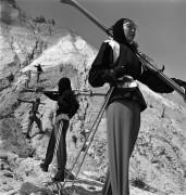 Модель лыжного костюма - Нейлор, Женевьева