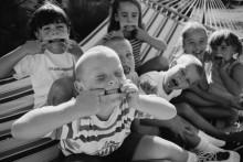 Дети корчат рожи -  Реддинг, Кен