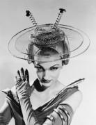 Футуристическая  шляпа невесты
