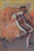 Танцовщица снимает сандалии, 1896 - Дега, Эдгар
