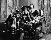 Актеры изображают Д'Артаньяна и три мушкетера