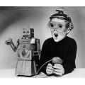 Мальчик с  роботом Робертом