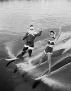 Санта-Клаус Катание на водных лыжах с подругой