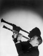 Бенни Гудмен играет на кларнете 1934 г.