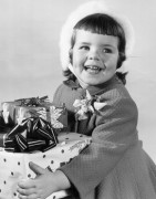 Девочка с подарками - Гендро, Филипп