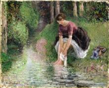 Женщина, моющая ноги в ручье - Писсарро, Камиль