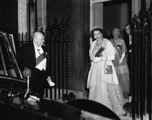 Королева Елизавета  с Черчиллем