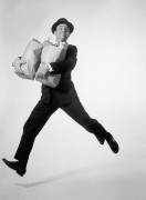 Веселый человек с продуктами - Робертс, Армстронг