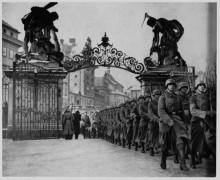 Вступление нацистских солдат  в Прагу