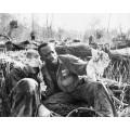 Армейский медик с раненым товарищем - Нортрап, Стив
