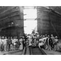 Группа туристов возле ворот Панамского канала