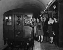 Первые поездки в  метро для платных пассажиров