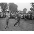Бинг Кросби и Боб Хоуп играют в  гольф