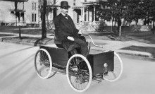 Генри Форд за рулем своего первого автомобиля