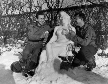 Солдаты и снежная баба - Герольд, сержант