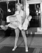 Мэрилин Монро на решетке в  метро