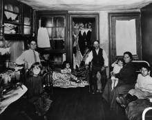 Бедные семьи в комнате - Риис, Джейкоб Август