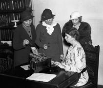 Элеонора Рузвельт с журналистами