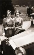 Теннисистки сестры-близнецы Диана и Розалин Роу в Казино де Пари, 1929 - Лартиг, Жан-Анри