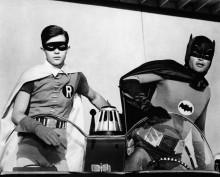 Бэтмен и Робин в бэтмобайле