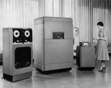 """Вычислительная машина """"UNIVAC"""" (Universal Automatic Computer)- один из первых компьютеров,"""