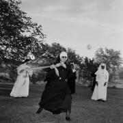 Монахини играют в бейсбол