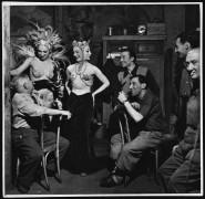 Заказчики и исполнители во французском ночном клубе - Харди, Берд