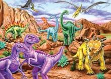 Динозавры на фоне скал