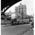 Городская сцена под мостом - Нейлор, Женевьева