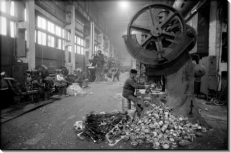 Фабричный рабочей в тюрьме строго режима - Шербел, Шепард