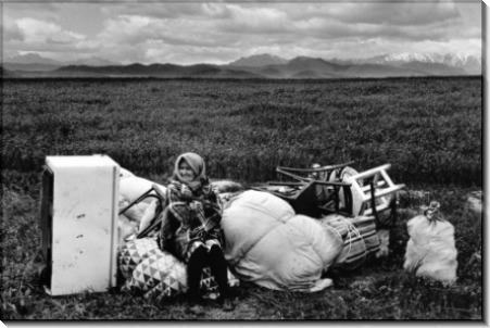 Армянская женщина, сидящая с ее вещами - Шербел, Шепард