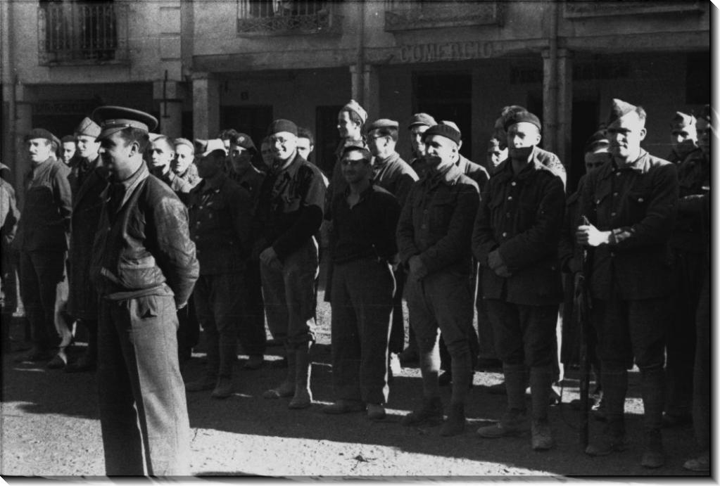 Солдаты из  британского 15  батальона