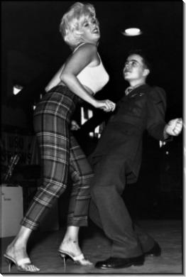 Джейн Мэнсфилд Танцы с моряками