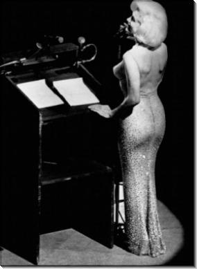 """Актриса Мэрилин Монро поет """"С Днем Рождения"""" для президента Джона Ф. Кеннеди"""