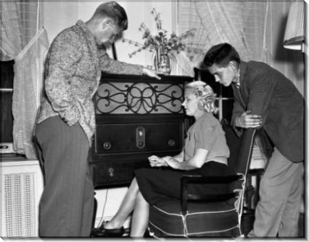 Семейное прослушивание новостей по радио