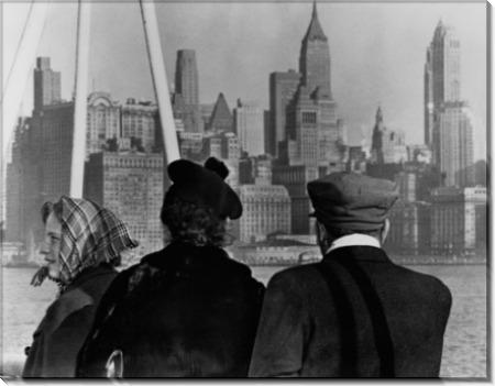 Иммигранты смотрят на ньюйоркские виды