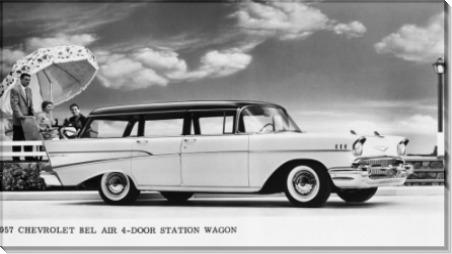 Семья около 1957 Chevy Бел Wagon Air