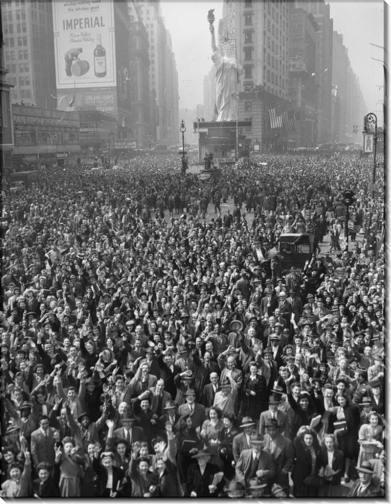 Толпа на Таймс-сквер. Празднование Победы