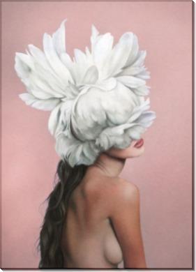 Девушка с перьями на пудровом - Копии Эми Джадд