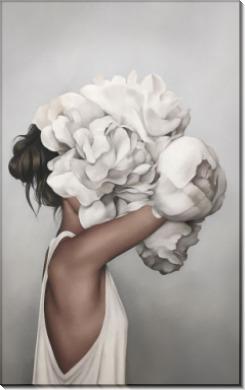 Девушка с большими пионами в сером - Копии Эми Джадд
